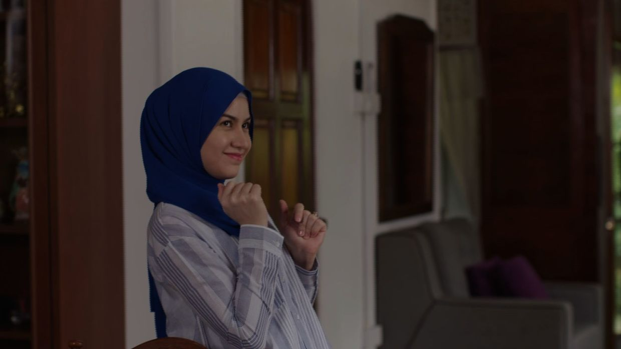 Lisa Surihani tackles a challenging role as Rose who goes through many emotions as three men enter her life.