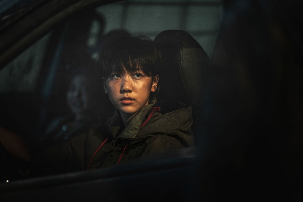 Jooni (Lee Re) has no choice but to learn how to drive a car in order to survive a zombie-filled surrounding. Photo: GSC Movies