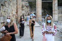 Masks to be compulsory at more indoor public spaces in Greece