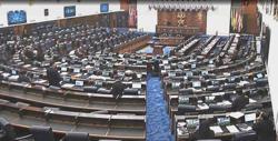 Mask hysteria in Dewan Rakyat as MP complains of Covid-19 risk