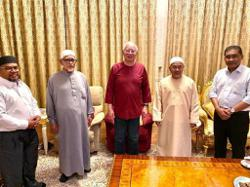 PAS top brass visit Najib in show of support