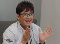 Alan Tam closes IG and FB accounts to focus on Weibo after heckling by netizens