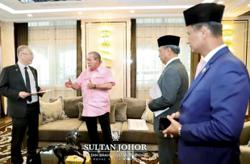 Dr Wee briefs Johor Sultan on RTS link project