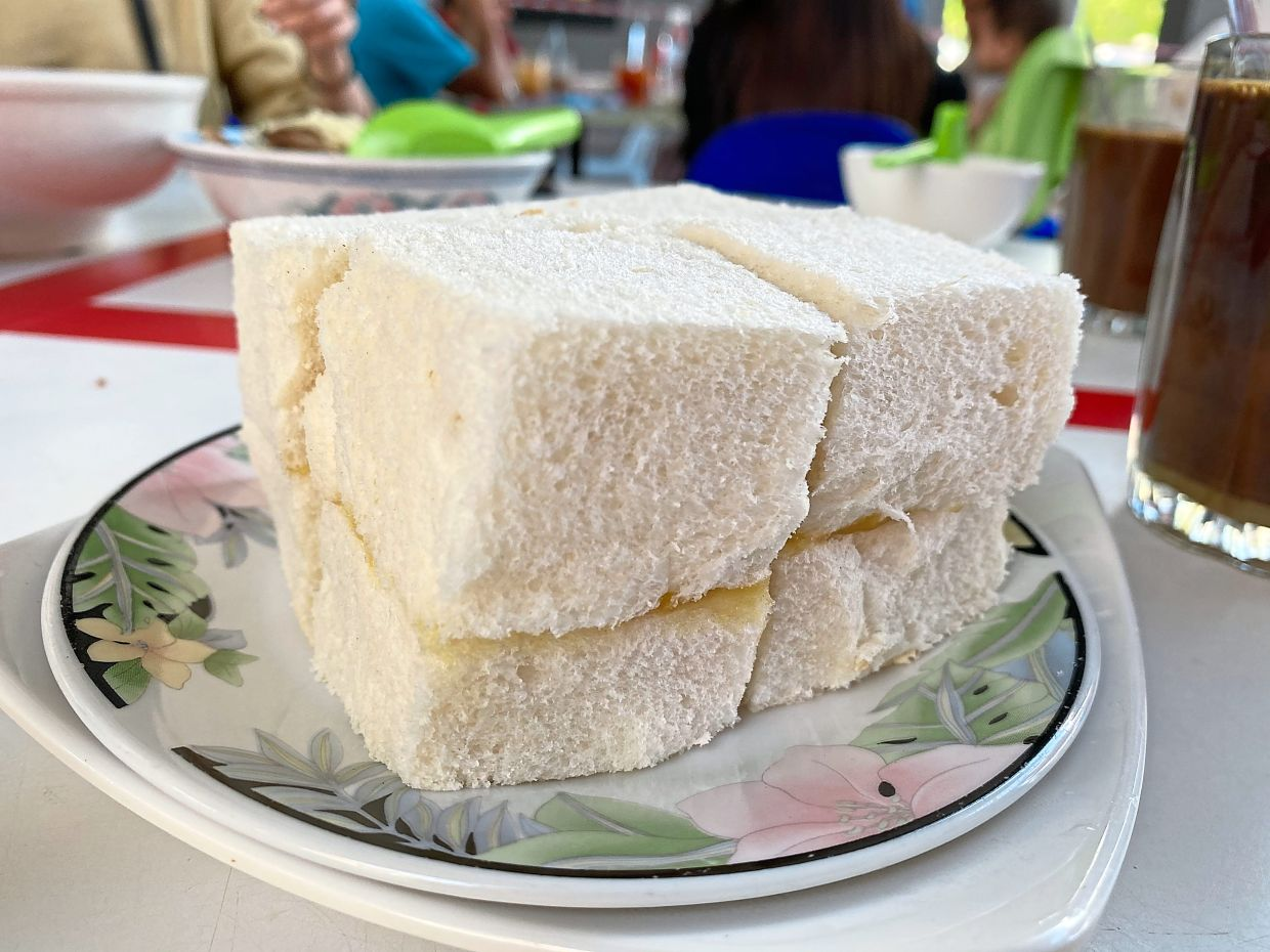 Hainanese  kaya bread in Miri has its own style, thick but soft, and tastes good!