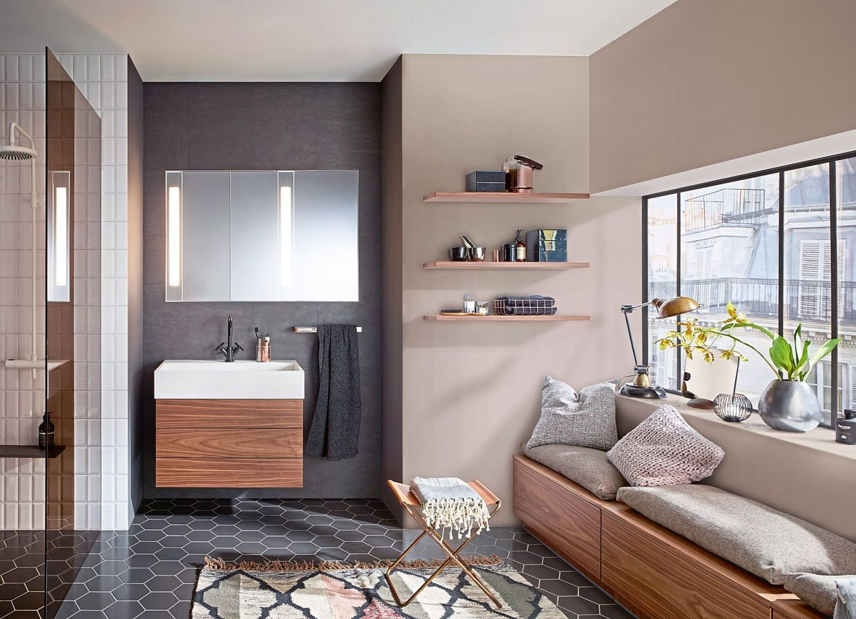 Soft beige gives the bathroom a cosy effect.