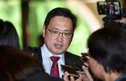 DAP sacks Sabah rep Ronnie Loh for defecting