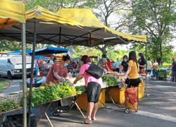 Selangor folk complying with guidelines at markets, says Ng