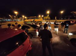 Cops haul up 20 for not wearing masks while gathering at R&R