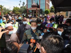 Azmin brushes off criticism that his team of 10 MPs will weaken Muafakat Nasional