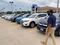 Pandemic revs up race for US online car sales