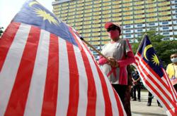 Schools disrespecting Jalur Gemilang will face disciplinary action, says Education Ministry