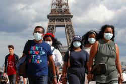 Paris wants to make mask-wearing mandatory in some outdoor areas - Le Monde