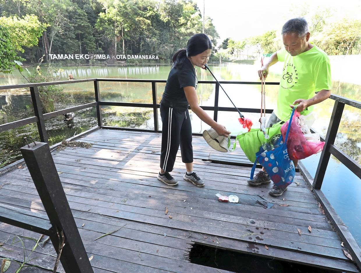 Woon (left) and Koo collecting rubbish  in Kota Damansara in the week before MCO started.