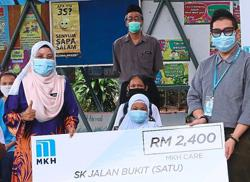 Kajang pupils get help to cope with back-to-school expenses