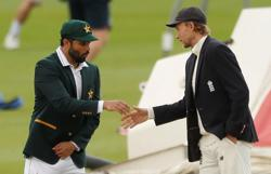 Pakistan win the toss and elect to bat in first test versus England