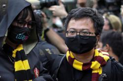 Thai police summon protest leaders for breaching coronavirus emergency law