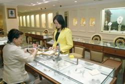 Jewellers hit limit up as gold prices surge