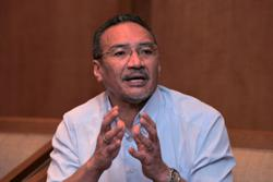 Hishammuddin caught vaping during Parliamentary proceedings, apologises on social media