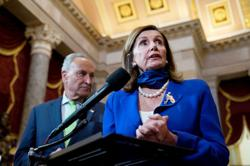 Top US Democrats Pelosi, Schumer call on White House to negotiate Friday on coronavirus relief