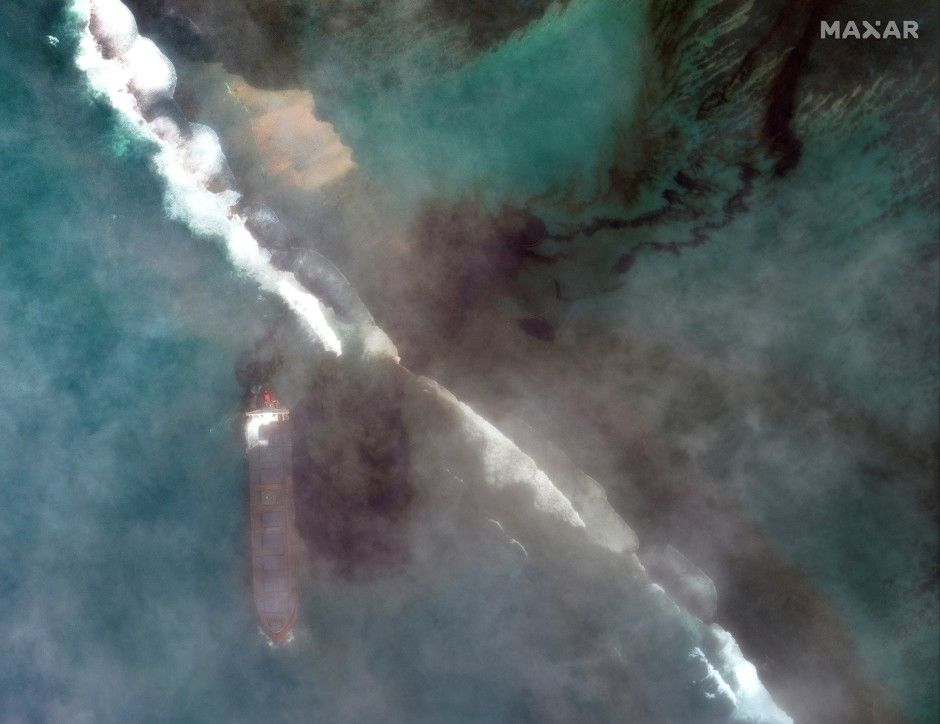 A satellite image shows the bulk carrier ship MV Wakashio and its oil spill after it ran aground off the southeast coast of Mauritius, Aug 7, 2020. - Maxar Technologies/Reuters