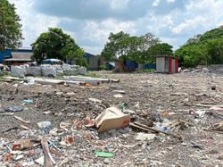Landowners of illegal dumpsite in Klang told to clear up in two months