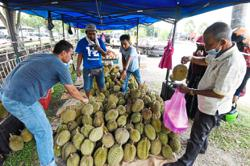Tighter SOPs for six sectors in Penang, fruits sellers included