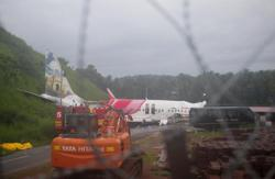 Indian airliner tragedy (update): At least 17 dead; More than 100 injured - 15 serious