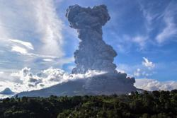 Flight alert issued as Mount Sinabung erupts in Indonesia