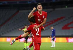Lewandowski dazzles as Bayern crush Chelsea to reach last eight