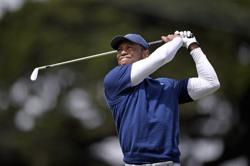Misfiring Woods unable to make a move at PGA Championship