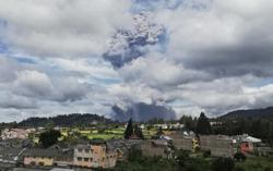 Indonesia: People told to stay away from Mt. Sinabung as more eruption may take place