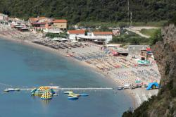 Montenegro hopes Russians can salvage its tourist season