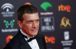 Antonio Banderas says he has Covid-19, feels relatively well
