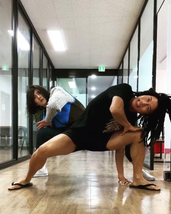 Actor Ji Chang-wook dancing in dreadlocks. Photo: Instagram
