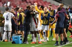 From his ice-box Tuchel celebrates PSG's advance to the semis
