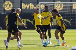 Man Utd target Sancho says 'happy' at Dortmund