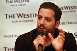 Magician David Blaine to fly through air holding balloons in new stunt