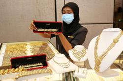 Gold firms above US$1,900 as softer dollar boosts demand