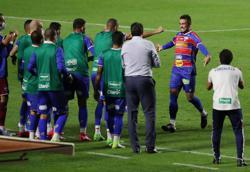 Dani Alves goal gives Sao Paulo three points