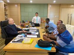 Dr Wee meets with cabbies, learns of issues facing them