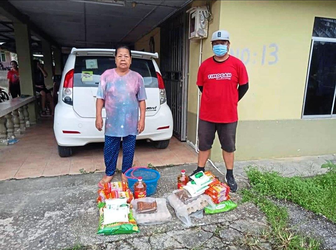 The Rumah Asap Dayak Samarahan has been distributing food aid to poor communities throughout the pandemic. Photo: Patricia Judin