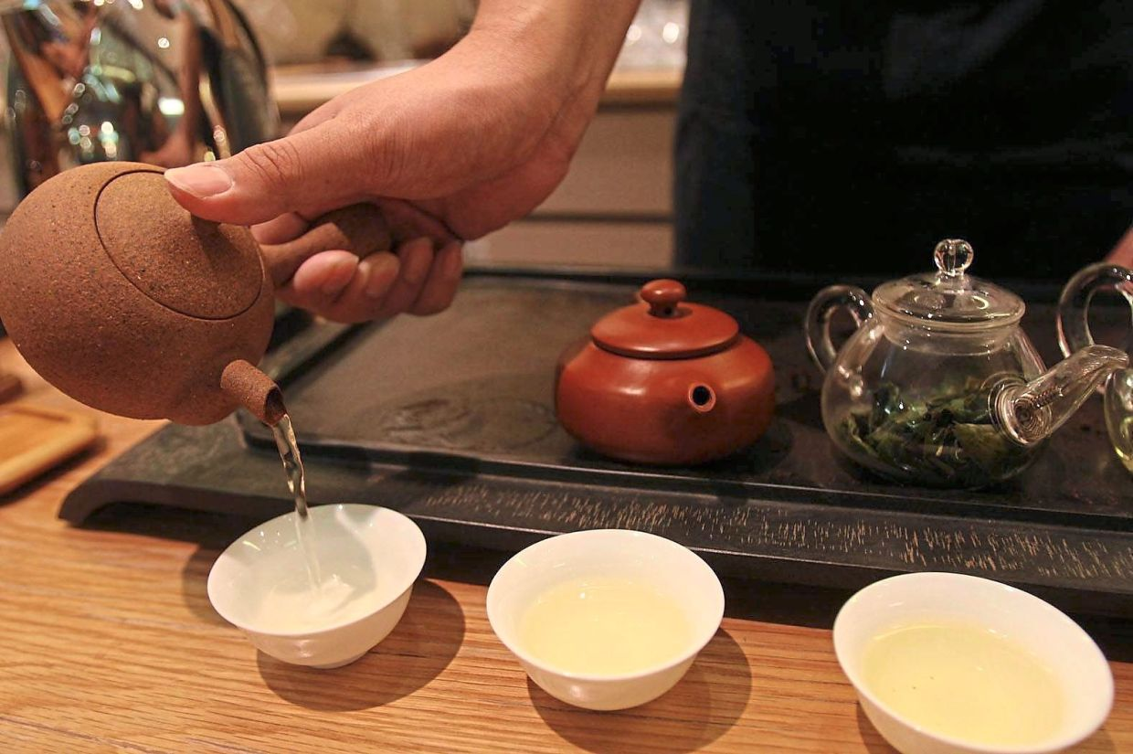 Oolong tea, as seen in this filepic, is able to help keep undesirable bacteria in check.