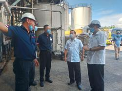 Oil palm sector hit by labour shortage keen to hire locals
