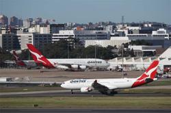 Qantas says Australian state border closures hampering recovery