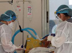 Learning as they go: Philippine doctors improve Covid-19 patient care