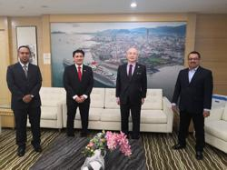 Penang Port union reps meet Dr Wee, urge Transport Ministry to up wages for its workers