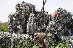 Criminal networks in plastic waste trade