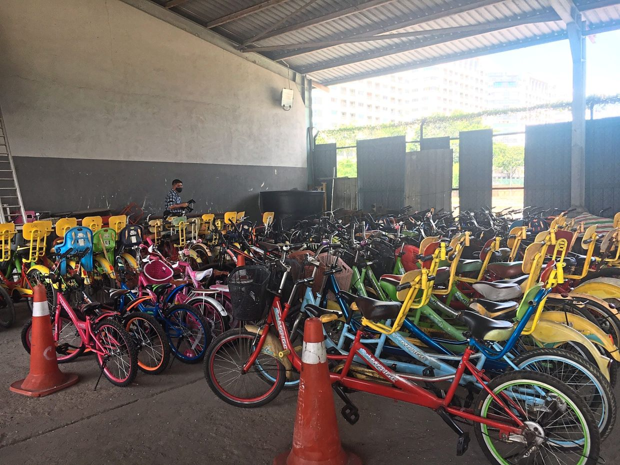 These bicycles were confiscated as the operator was obstructing public parking bays and did not get permission from DBKL.