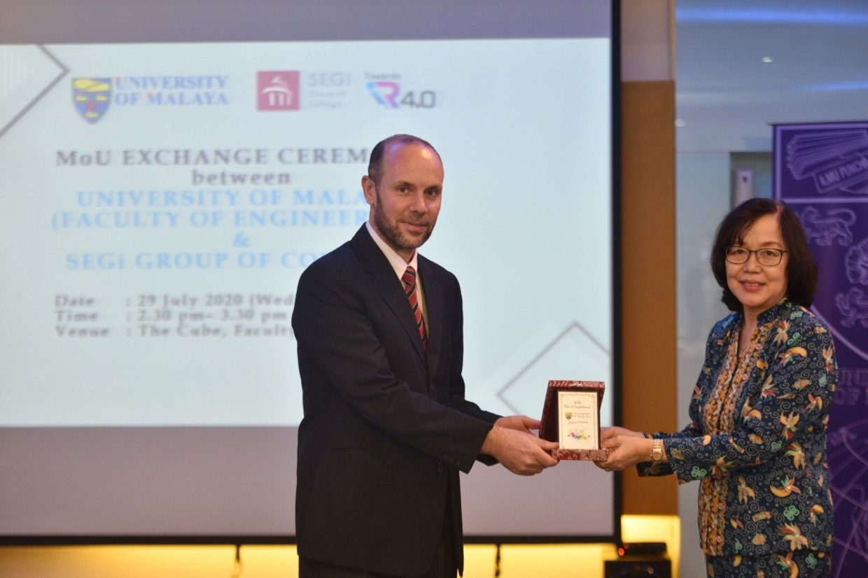 UM Faculty of Engineering dean Prof Dr Saad Mekhilef and SEGi Education Group executive director Dr Lisa Tan exchanging a memento after the MoU signing. The MoU enables SEGi-Sunderland Engineering undergraduates to obtain a UK-degree from UoS and a Master's from UM within four years of study.