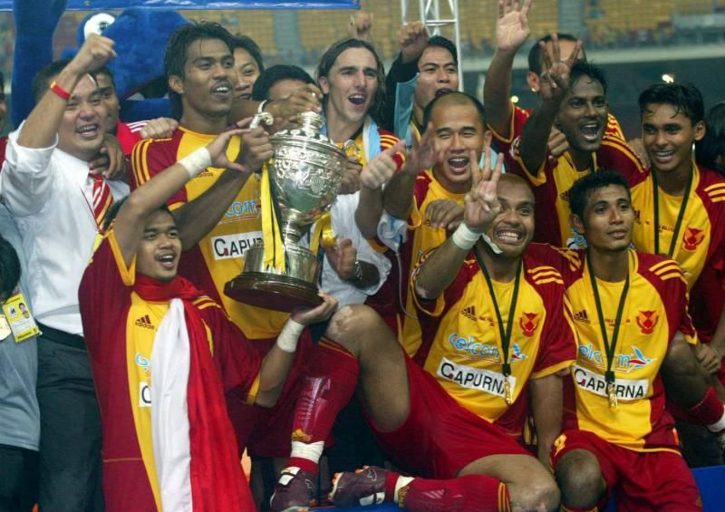 The Selangor team celebrates with the Malaysia Cup in 2005. Photo by A Malex Yahaya.